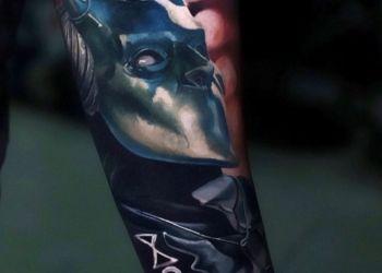 nikolai-2brothers-ink-tattoostudio-dinkelsbuehl-maske-figur