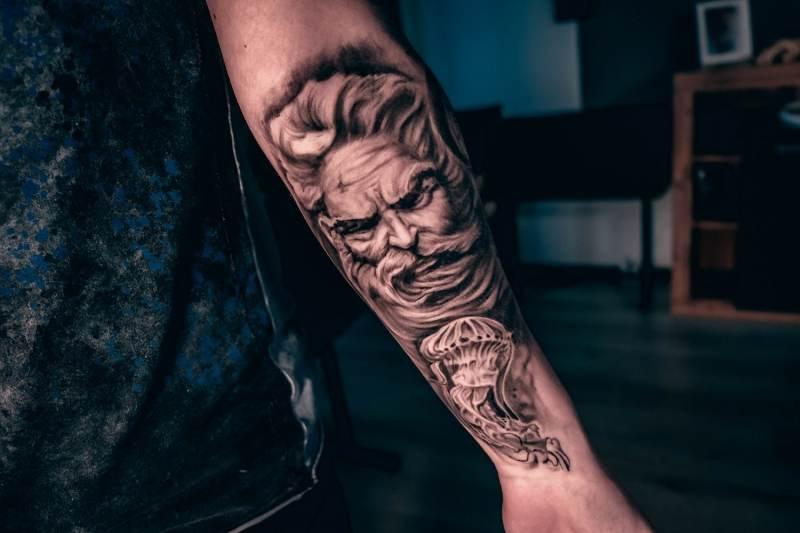 Neptun-Poseidon-tattoo-abgeheilt1