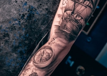 Schiff-Kompass-Messer-Tattoo-abgeheilt1